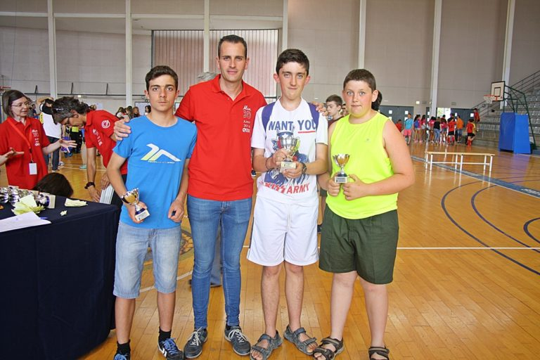 Entrega de premios Jocs Esportius. De izquierda a derecha Aarón Mira, Alberto Belda Concejal de Deportes de Alcoy, Diego López, y Antón López.