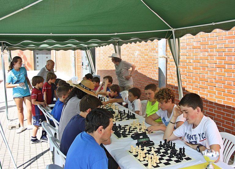 Torneo por Equipos. El Club de Ajedrez Tabiya Alcoy (izq) contra el Club de Ajedrez Cocentaina (dcha)