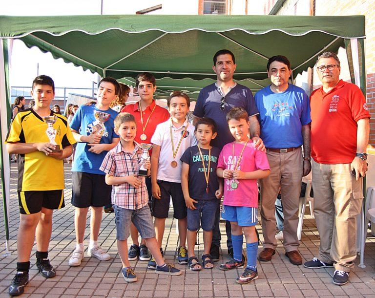 Entregaron los premios el Alcalde Antonio Francés (izq) y el Coordinador de Deportes Miguel Juan Reig (dcha)